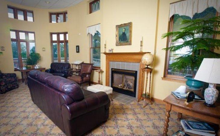photo of Oak Crest Atrium Apartments