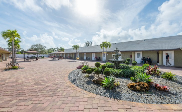 photo of Colonial Assisted Living at Boynton Beach