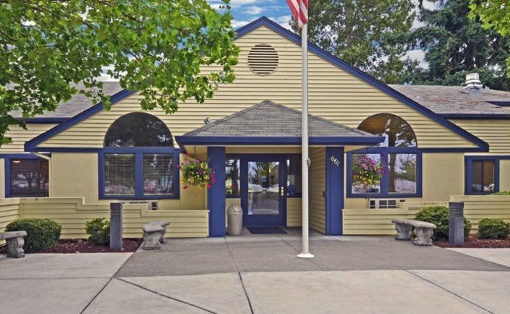 photo of The Oaks at Lakewood