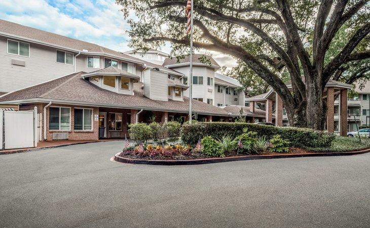photo of University Oaks