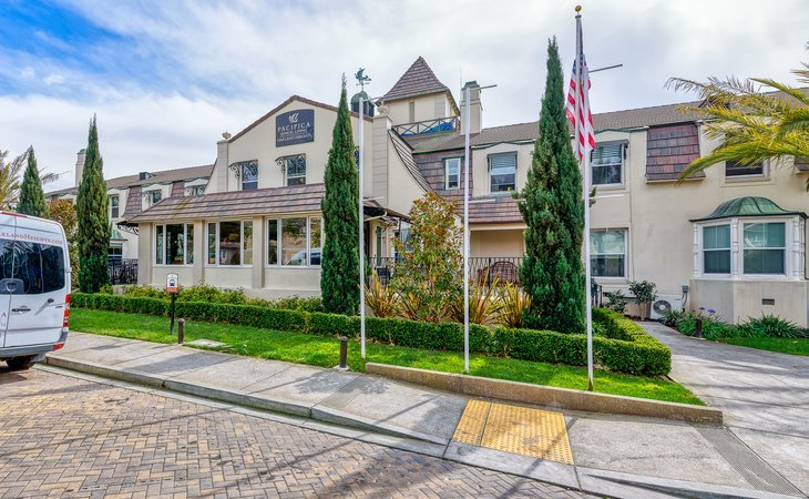 photo of Pacifica Senior Living Oakland Heights